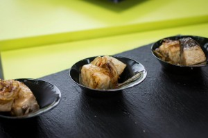 Tacos de bonito de la rula con cebolla caramelizada.